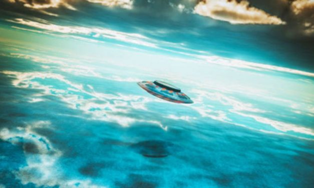 Fighter jet expert photographs UFOs – and investigators cannot explain them