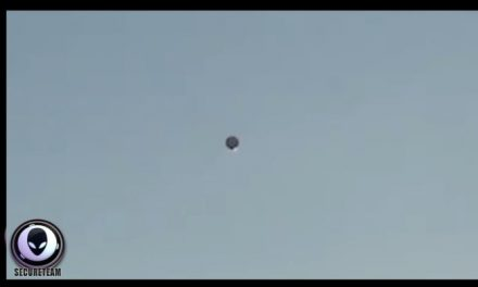 Helicopter found circling a mysterious static UFO in Los Angeles [VIDEO]