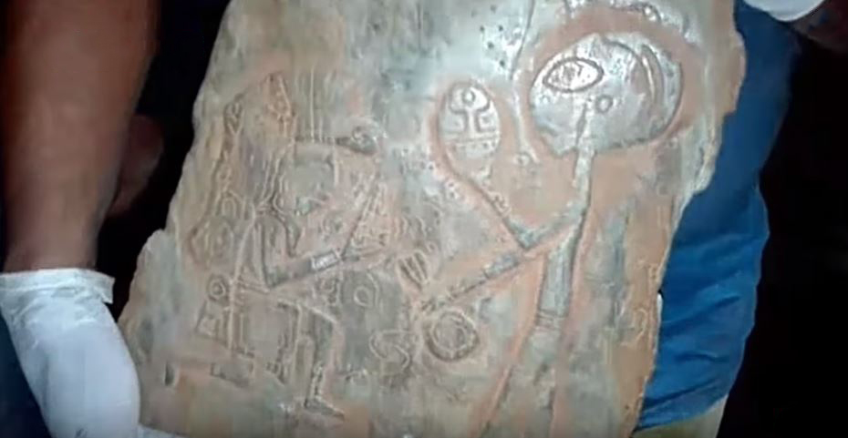 Mexican Caves Discover Engraved Artifacts With Puzzling Humanoid Beings and Spaceships