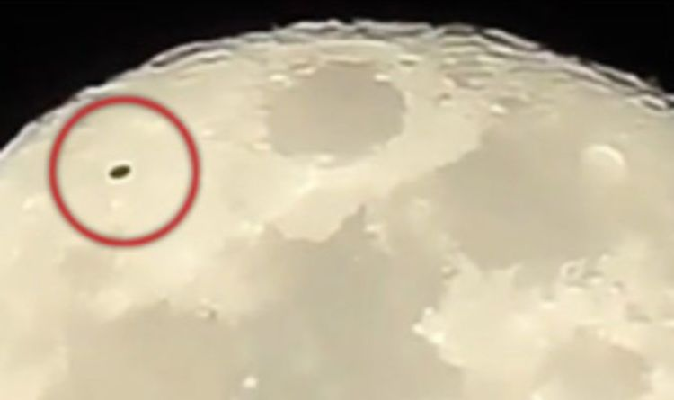 'ALIENS ON THE MOON' Black 'UFO' filmed 'TAKING OFF from the moon'