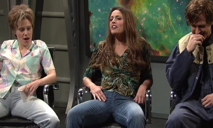 SNL host Ryan Gosling cracks up during UFO skit