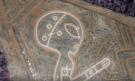 Mysterious artifacts with engravings of 'Aliens' and 'Spaceships' unearthed in Mexican Cave | Ancient Code