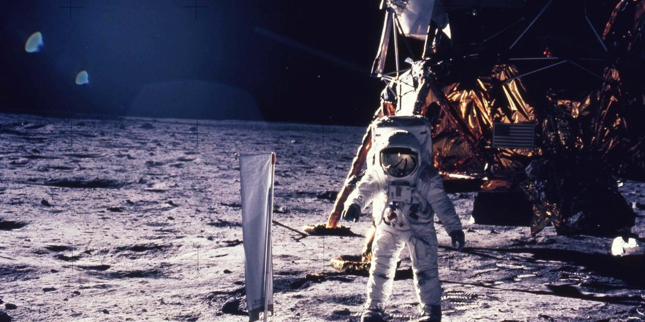 Buzz Aldrin: On the Moon we were ordered by aliens to move away – Alien UFO Sightings