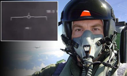 Navy pilot who shot the famous Tic Tac UFO video talks | Daily Mail Online