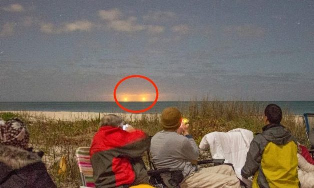 Clear Footage of Multiple UFOs Recorded & Seen By Dozens of People in Florida (Video)