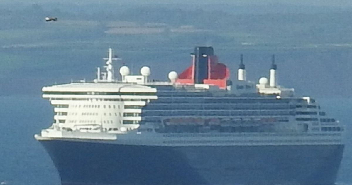 'UFO' pictured above the Queen Mary 2 cruise ship in Torquay – Devon Live