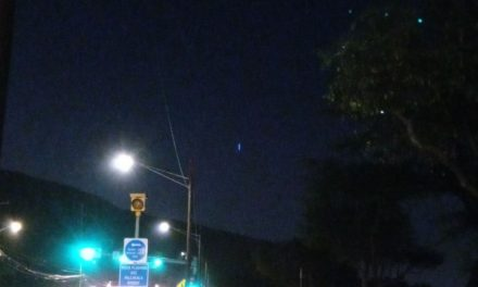 FAA notified after large blue UFO seen above Oahu appeared to drop into ocean