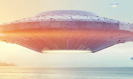 Navy Pilot Who Pursued UFO Says It Didn't Obey the Laws of Physics | Curiosmos