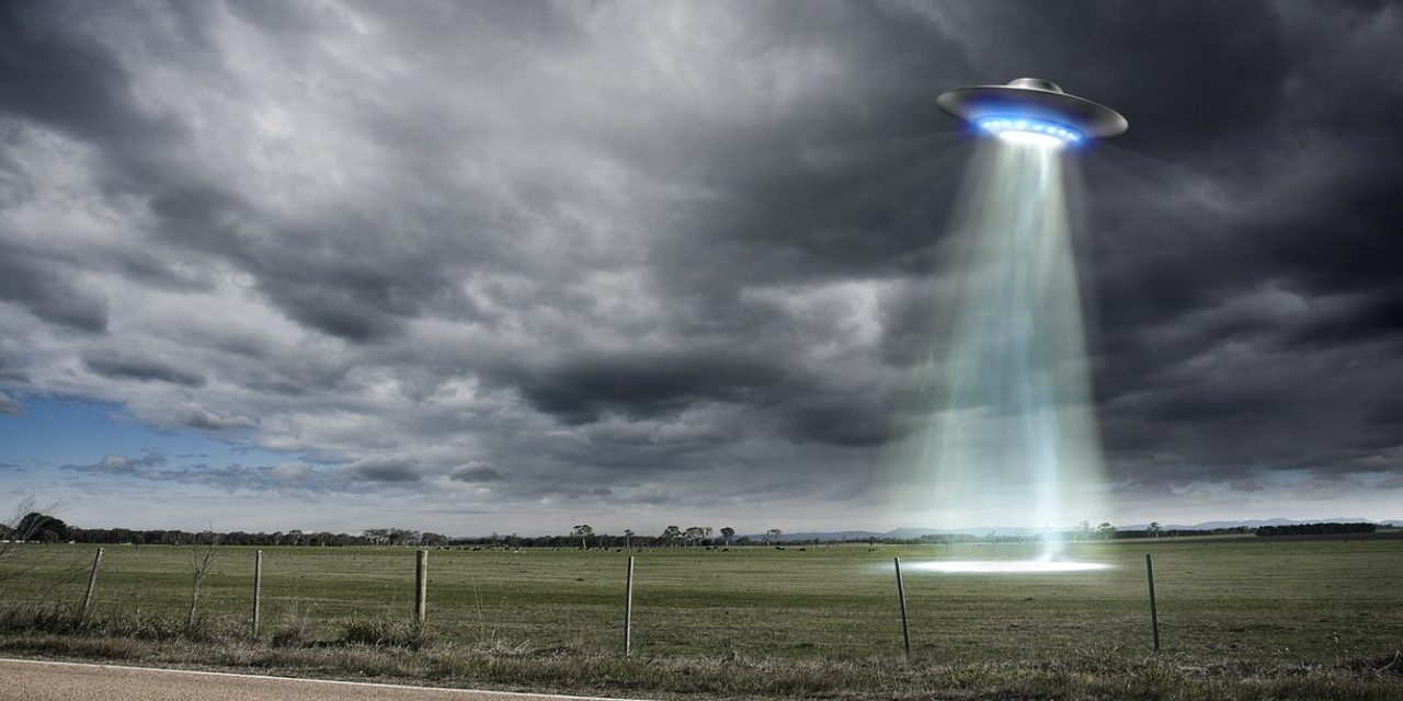 I'm an astronomer and I think aliens may be out there – but UFO sightings aren't persuasive