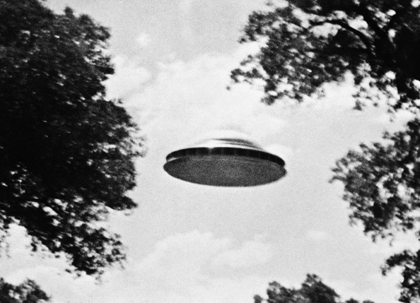 Ex-Navy Lieutenant Says Flight Crews Spotted UFOs Off Atlantic Coast Every Day Starting In 2015 – OutKick
