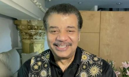 Astrophysicist Neil deGrasse Tyson on aliens, supervolcanoes and other cosmic queries – CBS News